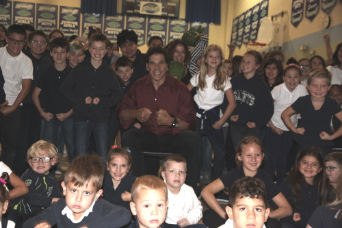 Lou Ferrigno and his student fans